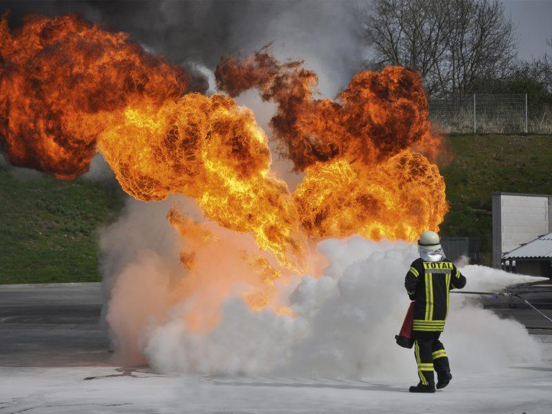 Brandschutz-Unterweisung mit praktischer Löschübung